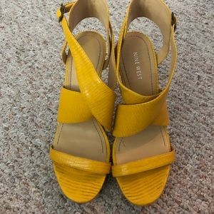 Nine West platform sandals in sunny yellow sz 9